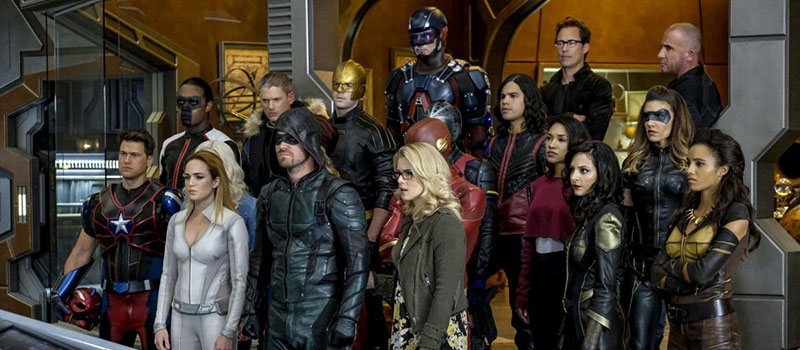 crisis on infinite earths arrowverse crossover photo